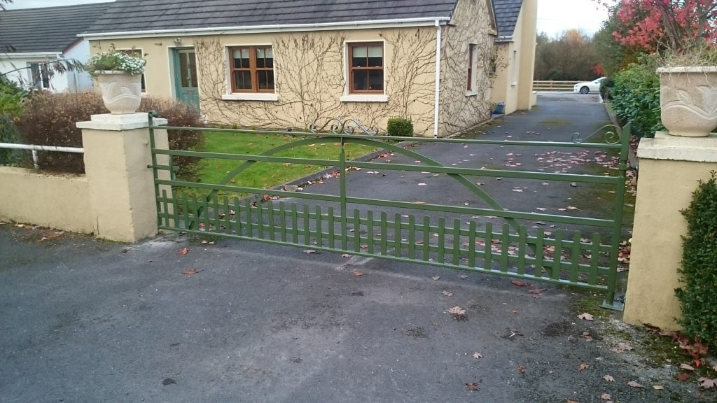 Single manor gate with vertical pales for pets, Woodford, Co Galway